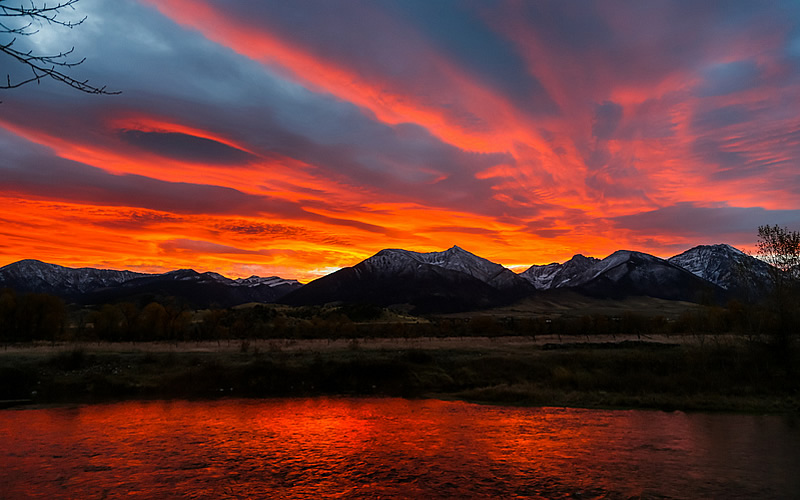 Red sunset over the Yellowstone River